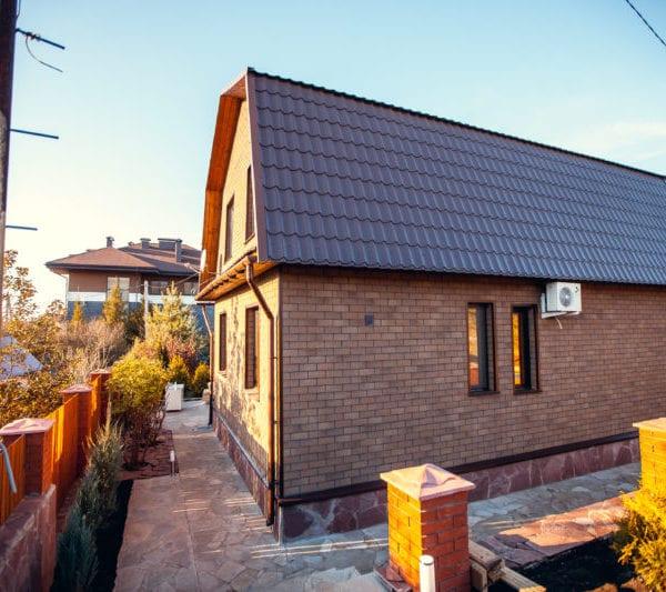 Фасадная плитка ТЕХНОНИКОЛЬ HAUBERK фото дома
